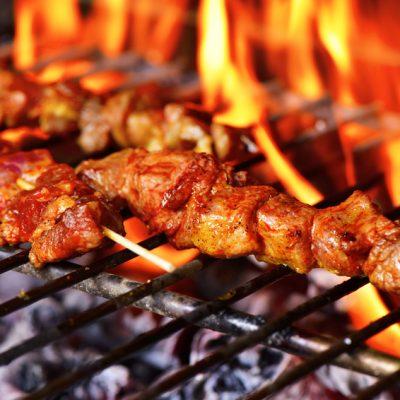 Gegrillte Fleischspieße