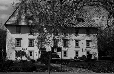 Außenansicht des Restaurants Castell, ehemals Burgmannshof, erbaut im Jahre 1535